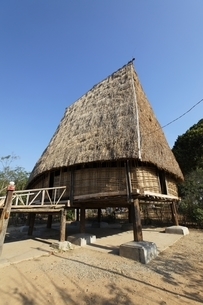 Rong House, community house, Bahnar minority villageの写真素材 [FYI02826513]