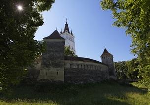 fortified church, Harman (Honigberg), Transylvaniaの写真素材 [FYI02826561]