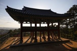 pavilion, Busosanseong Fortress, Buyeo, Koreaの写真素材 [FYI02826579]