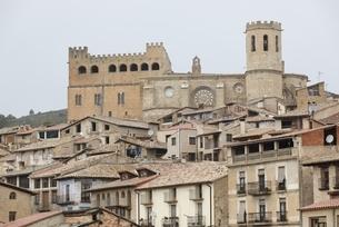 castle, houses, Valderrobres, Aragon, Spainの写真素材 [FYI02826583]
