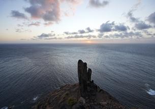sunset, rock, coastの写真素材 [FYI02826625]
