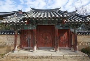 gate, Beopjusa Temple, Chungcheongbuk-do, Koreaの写真素材 [FYI02826757]