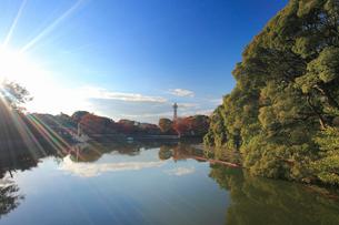 茶臼山と河底池と通天閣遠望の写真素材 [FYI02827032]