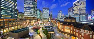 東京駅丸の内新駅前ターミナルの夜景の写真素材 [FYI02827158]