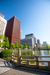 和田倉橋より大手町・丸の内高層ビルの写真素材 [FYI02827419]