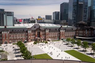新丸の内ビルディングより東京駅の写真素材 [FYI02827550]