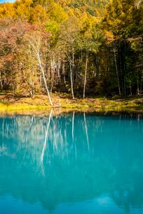 青い湖の写真素材 [FYI02827835]