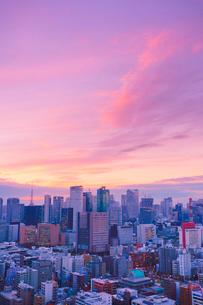 明石町から望む西方向のビル群と夕焼けの写真素材 [FYI02828001]