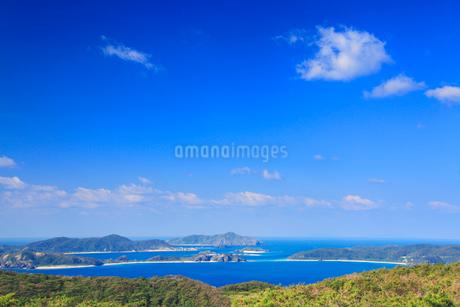 赤間山西展望台から望む屋嘉比島と嘉比島など慶良間諸島の写真素材 [FYI02828522]