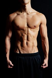 筋肉質の男性の写真素材 [FYI02829437]