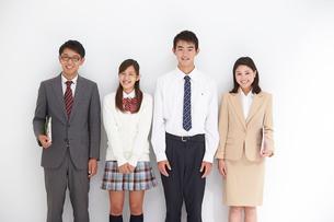 教師男女と高校生男女の写真素材 [FYI02829741]