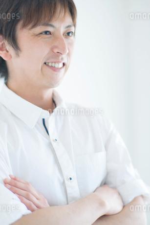 笑顔の日本人男性の写真素材 [FYI02830506]