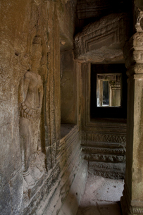タ・プローム遺跡 壁に刻まれたレリーフの写真素材 [FYI02830970]