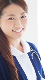 笑顔の看護師の写真素材 [FYI02831194]