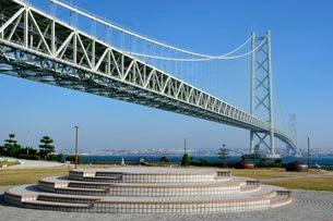 道の駅あわじから 明石海峡大橋を見るの写真素材 [FYI02831416]