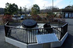 東日本大震災による液状化の記憶碑(高洲中央公園)の写真素材 [FYI02831477]