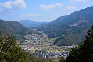 竹田城跡から見る城下町の写真素材 [FYI02831688]