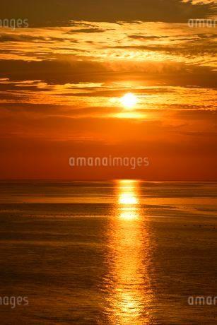 淡路島 室津PAから播磨灘の夕日の写真素材 [FYI02831725]