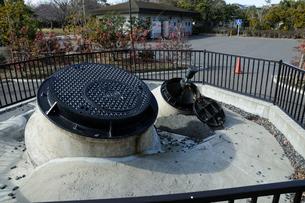 東日本大震災による液状化の記憶碑(高洲中央公園)の写真素材 [FYI02831730]