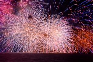 びわ湖大花火大会の写真素材 [FYI02831860]