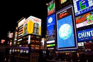 大阪 道頓堀川の夜景の写真素材 [FYI02831896]