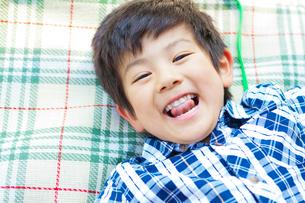 笑顔の日本人の男の子の写真素材 [FYI02832238]