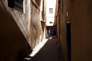 フェズの路地裏 世界一の迷宮都市の写真素材 [FYI02832694]