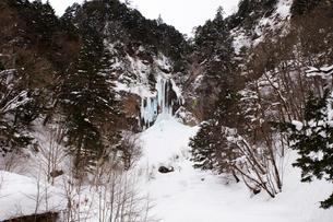 冬の平湯大滝の写真素材 [FYI02832874]