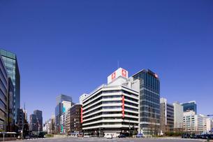 東京駅八重洲口と昭和通りの交差点の写真素材 [FYI02832934]