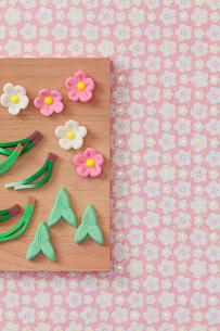 松竹梅の和菓子の写真素材 [FYI02832965]