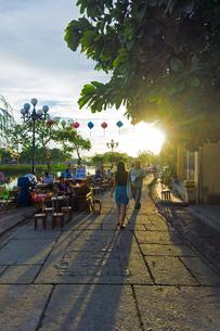 ホイアン旧市街の夕暮れの写真素材 [FYI02832980]