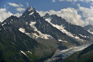 氷河とシャルドネ針峰の写真素材 [FYI02833005]