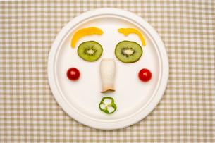 野菜と果物で作る顔の写真素材 [FYI02833164]