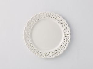 白い布と白い皿の写真素材 [FYI02833222]