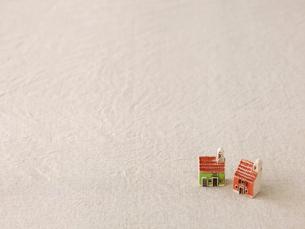 家のおもちゃとベージュの布の写真素材 [FYI02833247]