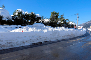 除雪した道の写真素材 [FYI02833386]