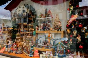 クリスマス飾りの店の写真素材 [FYI02833436]