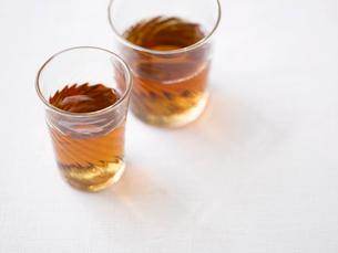 グラスに入ったお茶の写真素材 [FYI02833476]