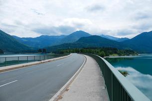 シルフェンシュタイン湖と橋の写真素材 [FYI02833575]