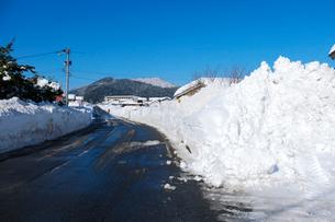 除雪した道の写真素材 [FYI02833655]
