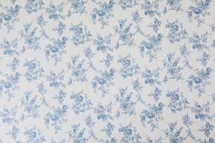 水色の花柄のコットンの布の写真素材 [FYI02833706]