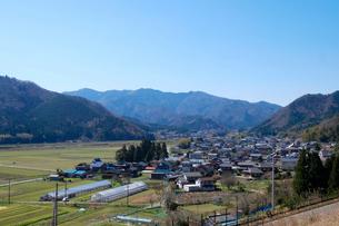 谷田部の家と田園の写真素材 [FYI02833725]