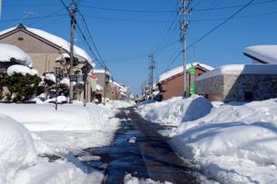 除雪した道の写真素材 [FYI02833727]