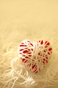 毛糸のハートの写真素材 [FYI02833922]