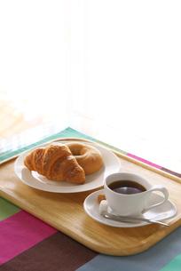 コーヒーとパンの写真素材 [FYI02834161]