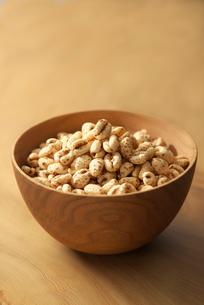 麦のポン菓子の写真素材 [FYI02834335]