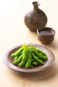 枝豆と日本酒の写真素材 [FYI02834336]