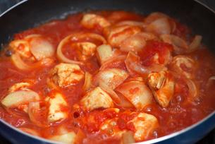 鶏肉のトマト煮の写真素材 [FYI02834337]