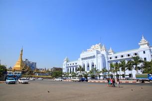 市庁舎 ヤンゴンの写真素材 [FYI02834617]