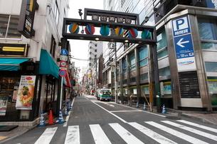 恵比寿駅西口 恵比寿銀座商店街の写真素材 [FYI02834752]